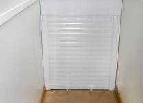 Шкаф с рольставнями на балконе