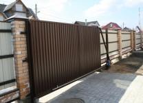 Откатные ворота с электродвигателем - фото