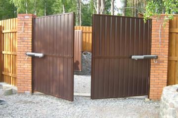 Распашные ворота с электроприводом