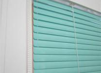 Жалюзи Изолайт на пластиковые окна - фото