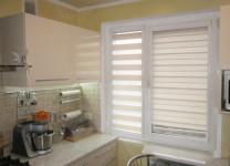 Рулонные шторы без сверления на кухне - фото